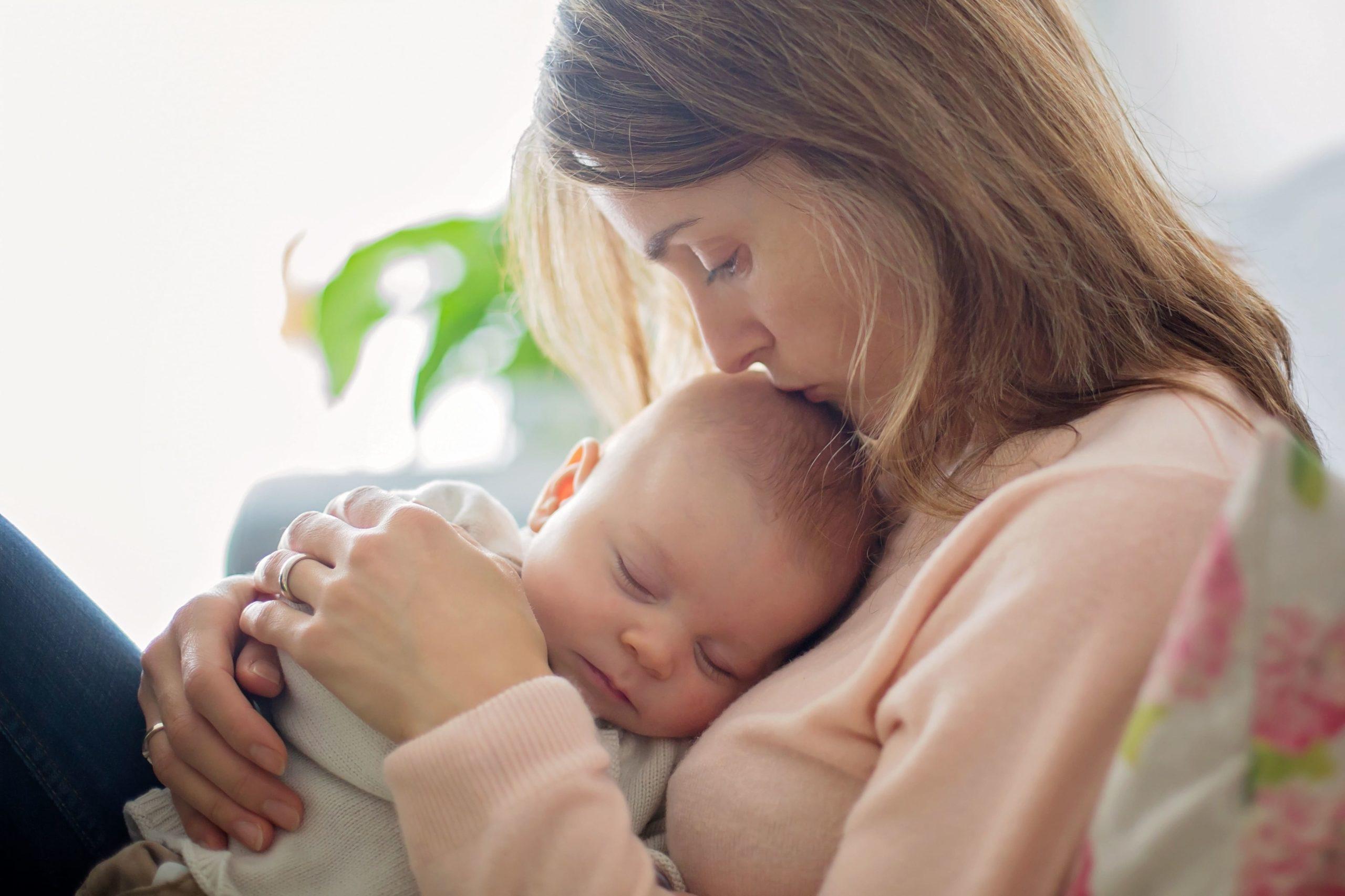 cherche femme enceinte qui veut faire adopter son bébé)