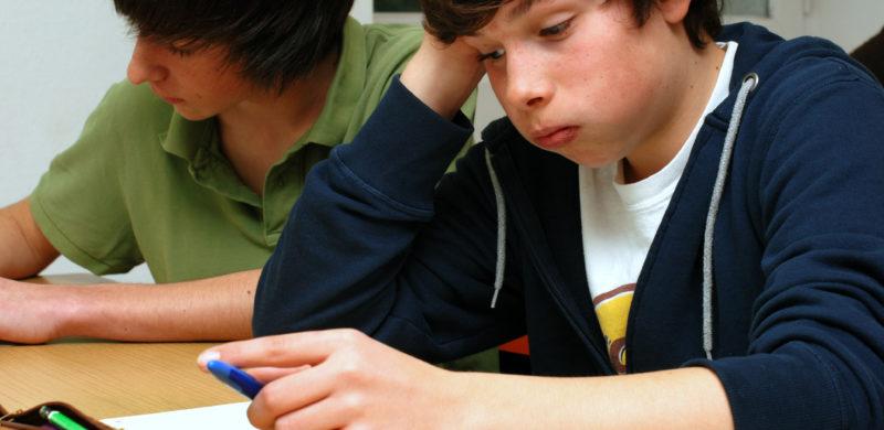 Adolescent échec scolaire