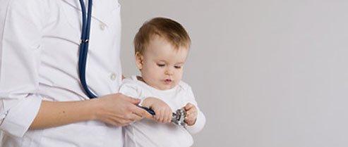 Examen médical bébé